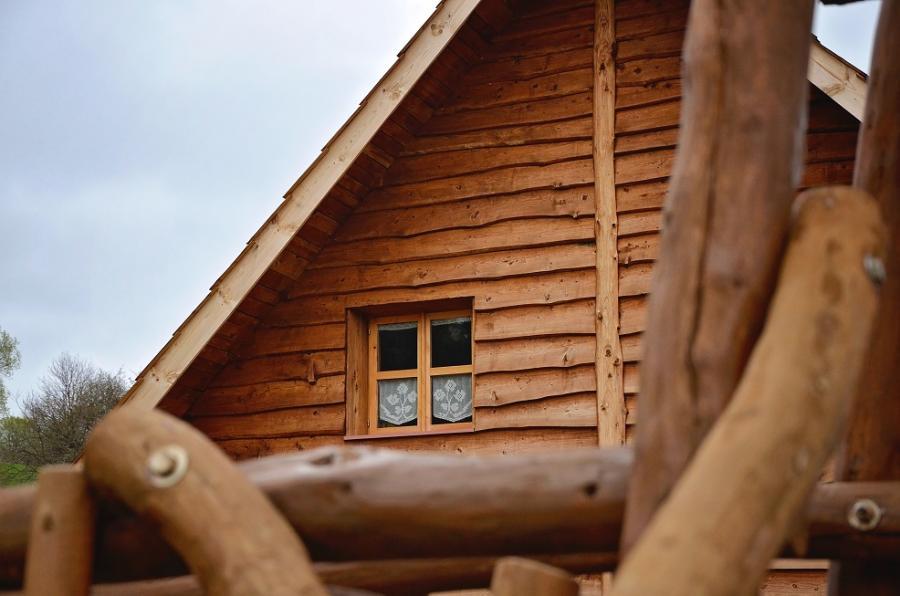 Chata z Gliny w Bieszczadach